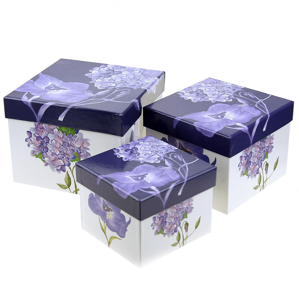 """н/с - НЕСОРТ Коробка подарочная, набор 3 штуки: 11,5х11,5х9см; 14х14х11см; 16,5х16,5х13см """"Гортензия, Ирис"""" синие тона (Китай) небольшая вмятина на большой коробке. Товар возврату и обмену не подлежит."""
